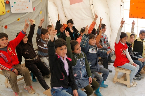 epa04655332 Syrian refugee children attend class in a United Nations Children's Fund (UNICEF) school in the Saadnayel informal settlement in the Bekaa Valley, in the East of Lebanon, 09 March 2015. German UNICEF National Committee executive director Christian Schneider visited camps in the Bekaa Valley with a team of the UNICEF in Beirut to inspect the organization's activities ahead of the  fourth anniversary of the start of the Syrian revolution on 15 March.  EPA/NABIL MOUNZER